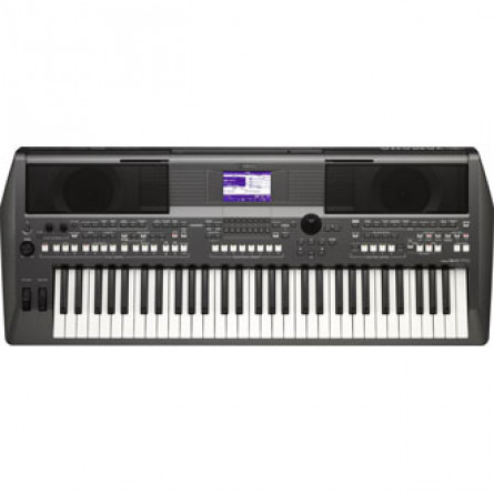 Yamaha PSR S670 Digital Keyboard With Case